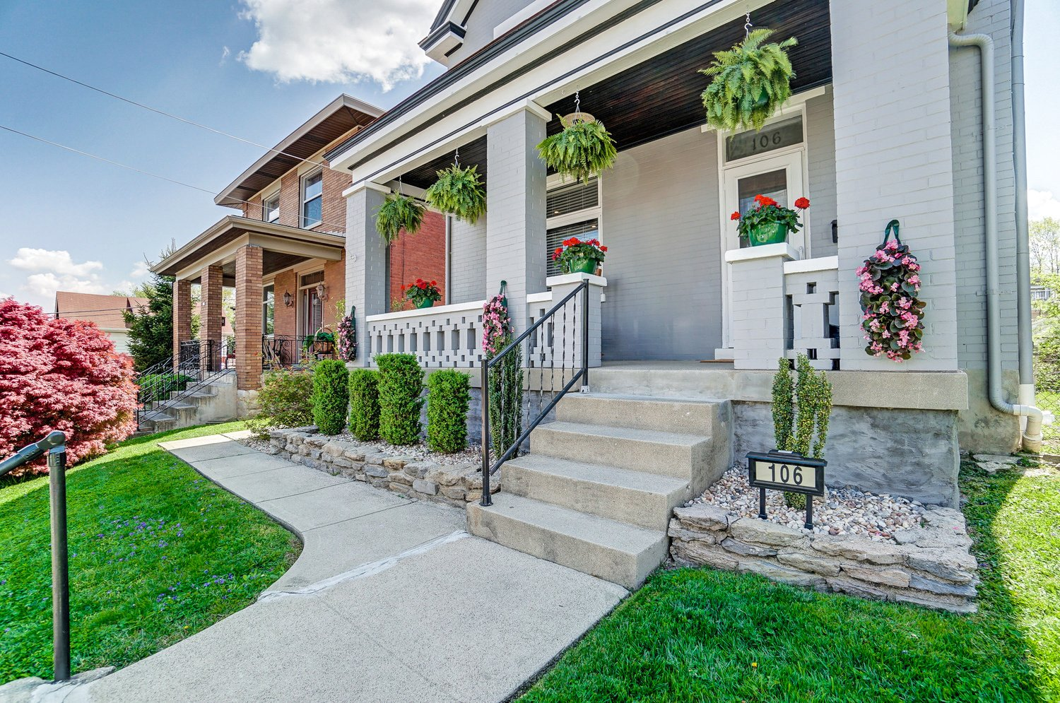 Home for Sale in Newport!